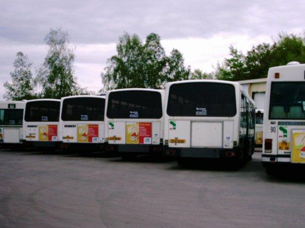 Les 4 Renault PR 100.2 au dépôt le 07/05/2004.
