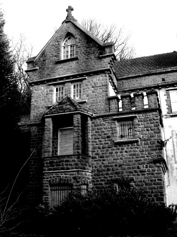 L'ancienne maison de la radio RVV et son parc.