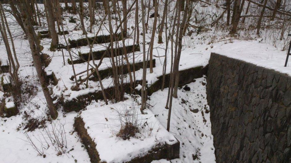 D'anciens blocs de béton qui auraient servis à la réalisation du tunnel à Saint-Maurice-sur-Moselle le 25/01/2013.
