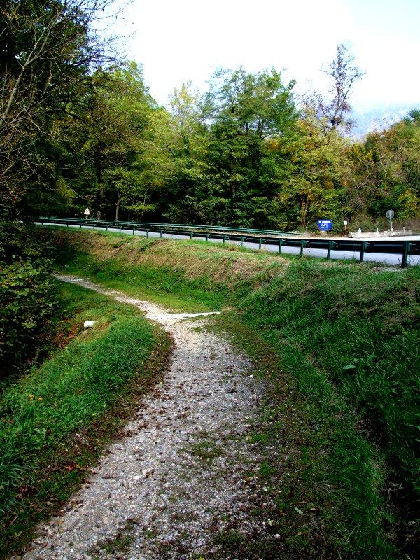 La voie de l'ancien tramway de Bellegarde-sur-Valserine et son magnifique paysage.