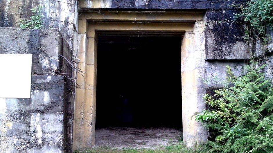 L'entrée du tunnel transformé en blockhauss par les Allemands durant la guerre.