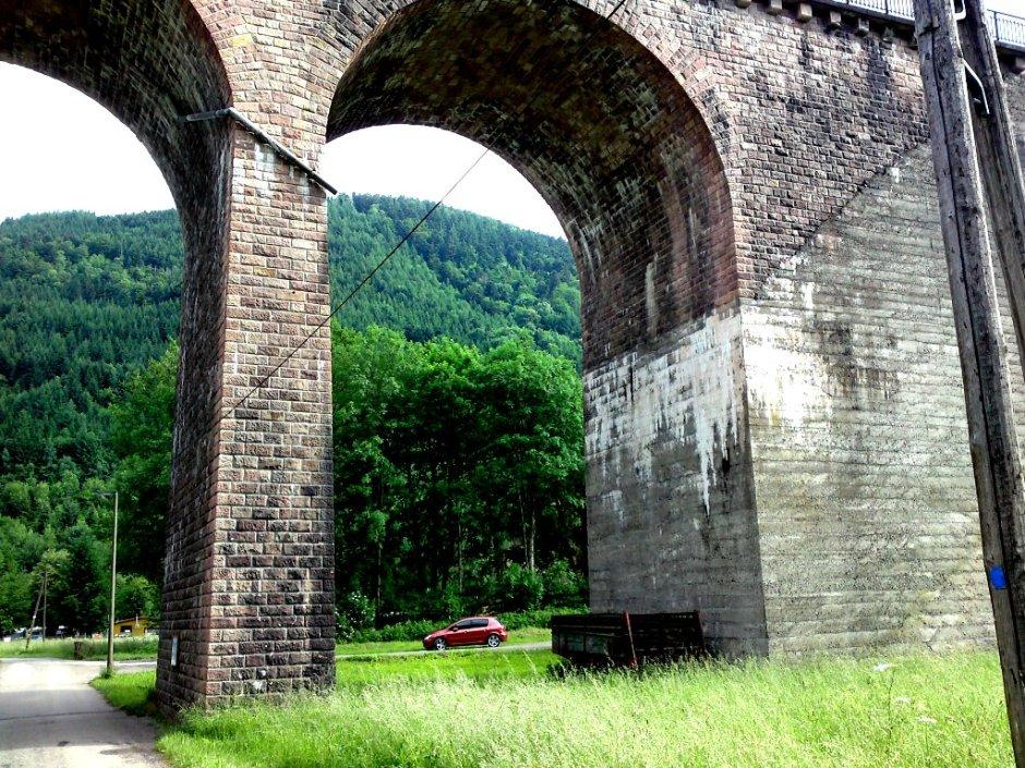 Le viaduc au pied du tunnel d'Urbès.