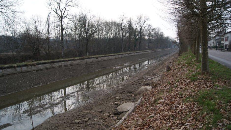 Le Canal des Vosges au niveau de Thaon-les-Vosges.