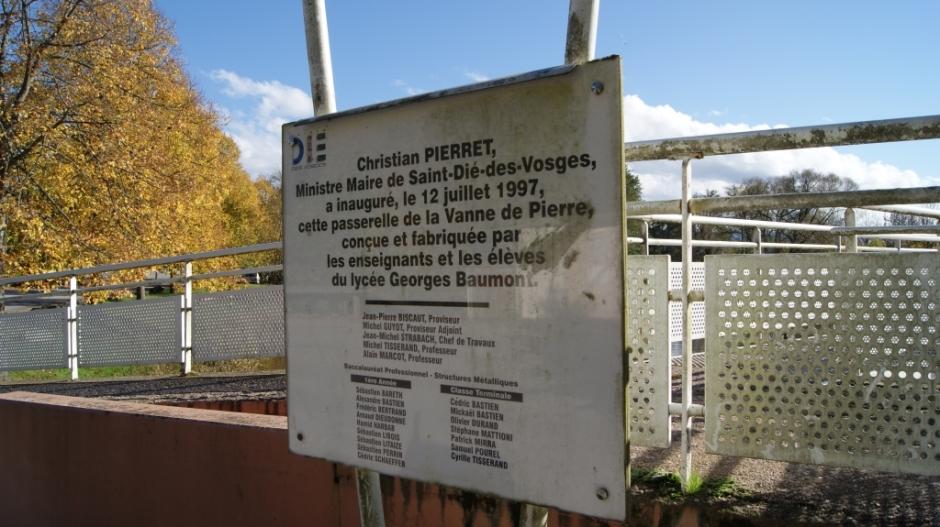La Passerelle de la Vanne de Pierre.