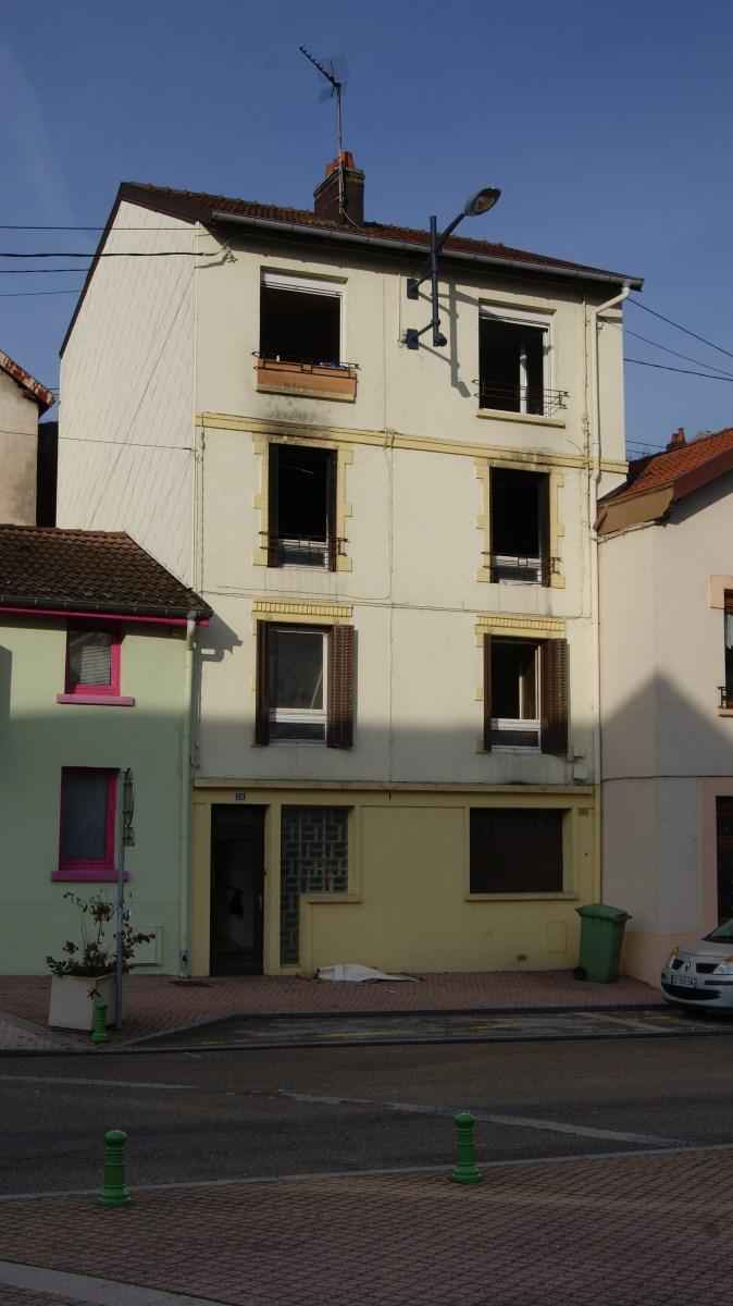 Incendie à Golbey cette nuit : deux appartements détruits.