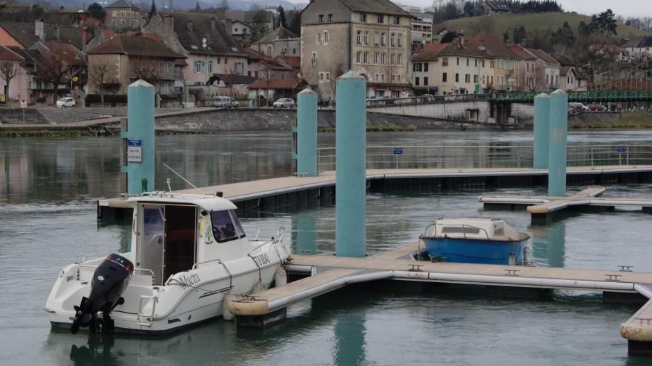 Le petit port de Seyssel.