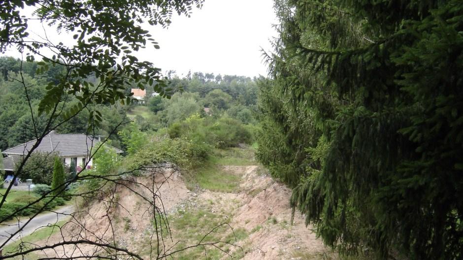 ...mais une nouvelle fois, après quelques mètres, il est encore impossible d'aller plus loin à cause d'un trou creusé récemment...