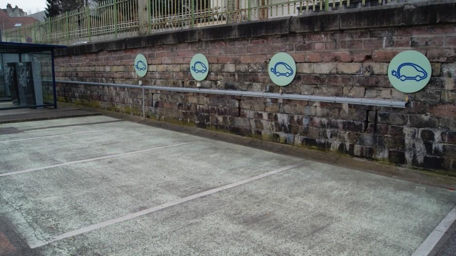 Stationnement pour voitures électriques à Epinal.
