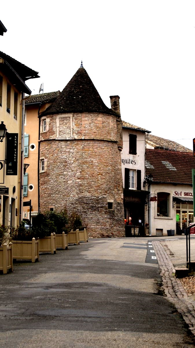 La Tour du Portier et le réfectoire des moines de Tournus.