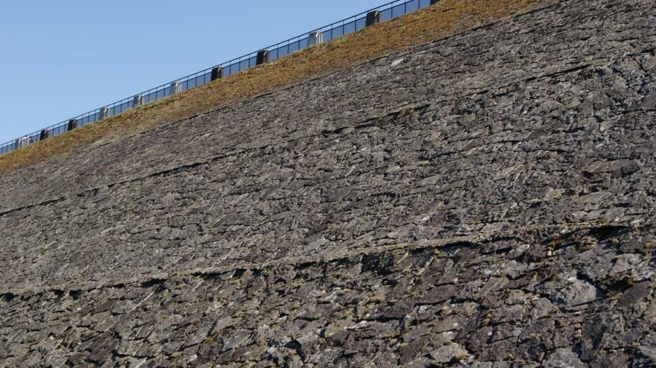 Nettoyage de Printemps sur la digue de Bouzey.