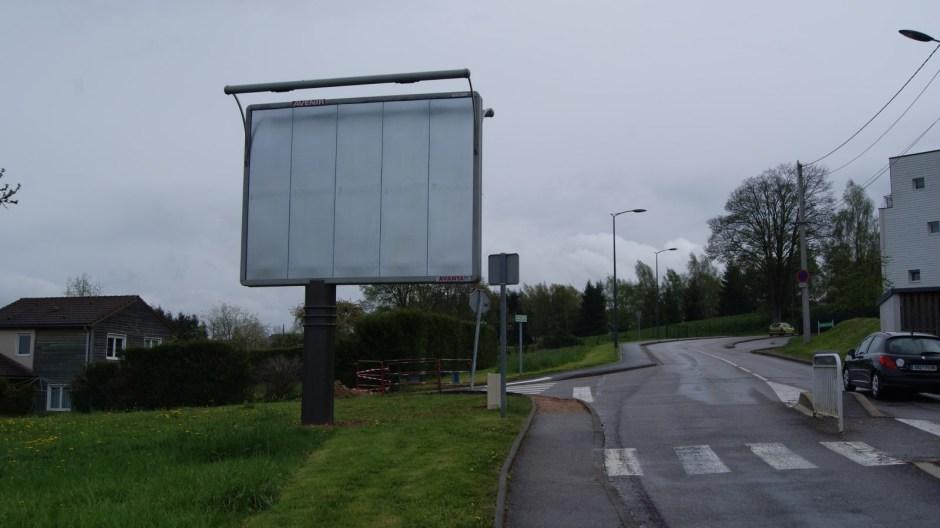 Pannaeau publicitaire à Epinal.