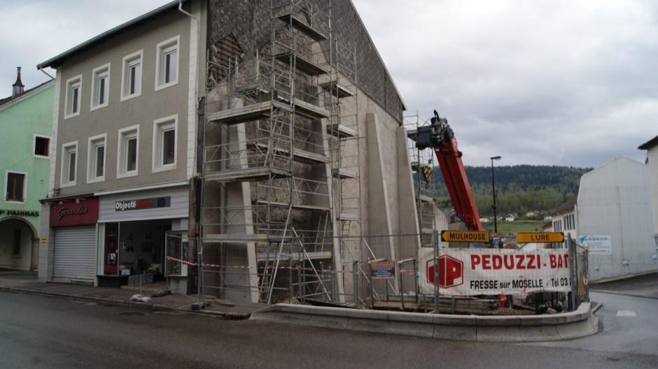 Démolition d'un immeuble au Thillot sur la RN66.