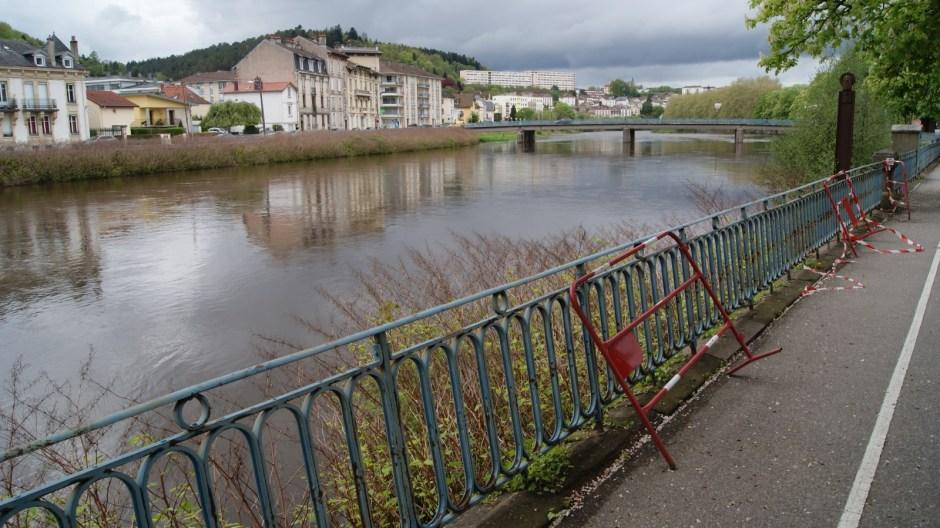 Effondrement des berges de la Moselle à Epinal.