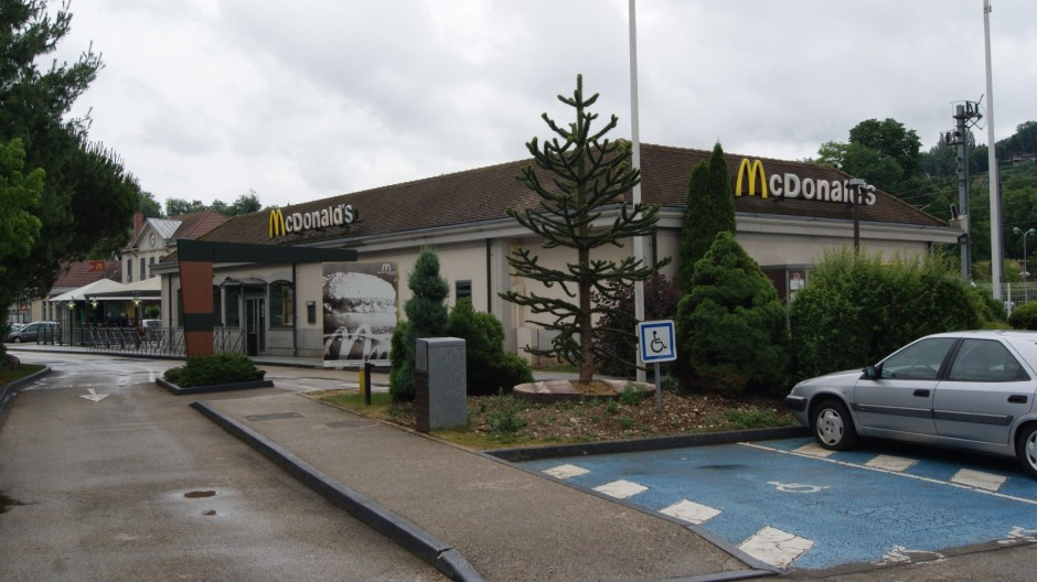 Rénovation du quartier Gare à Lons-le-Saunier et du restaurant Mc Donald's.