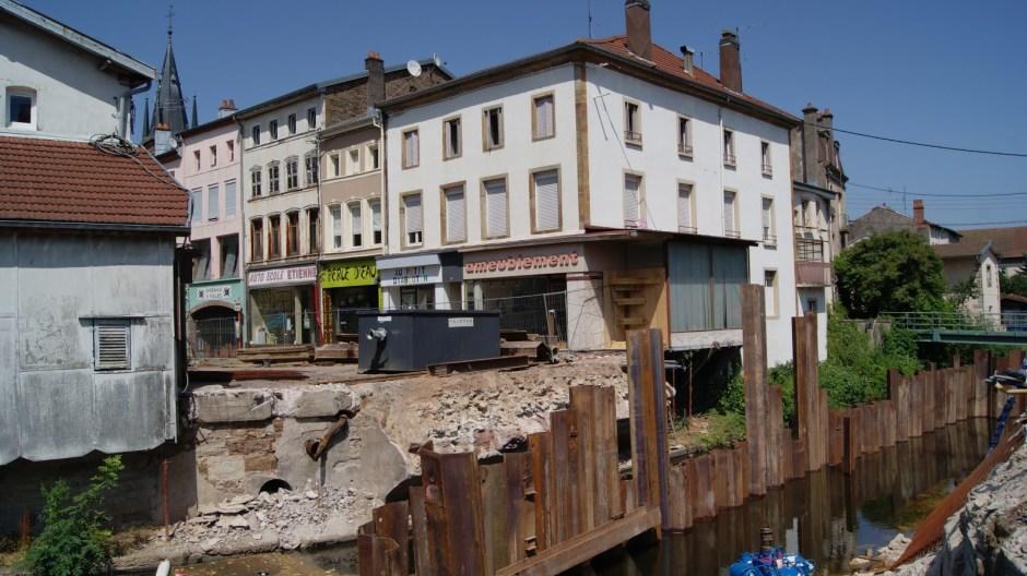 Démolition du pont Carnot à Rambervillers.