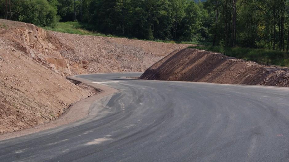 Construction d'une nouvelle voie d'accès à la carrière de Trapp.