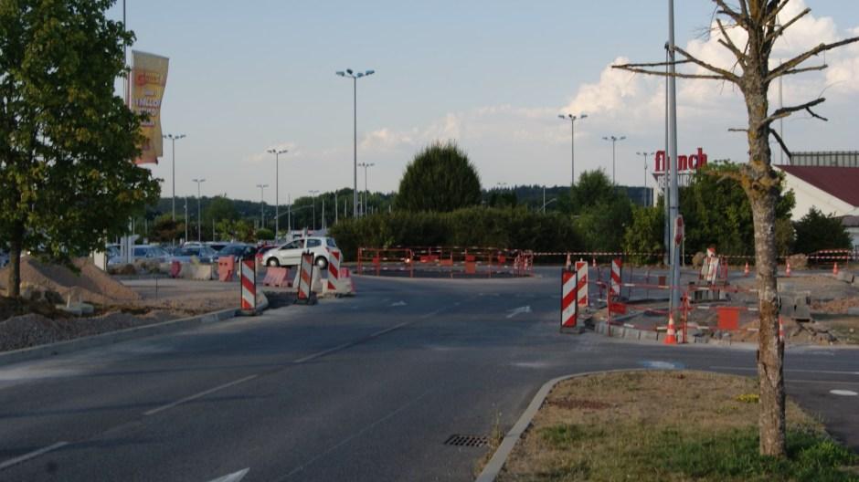 Aménagements routiers à l'hypermarché Carrefour de Jeuxey.