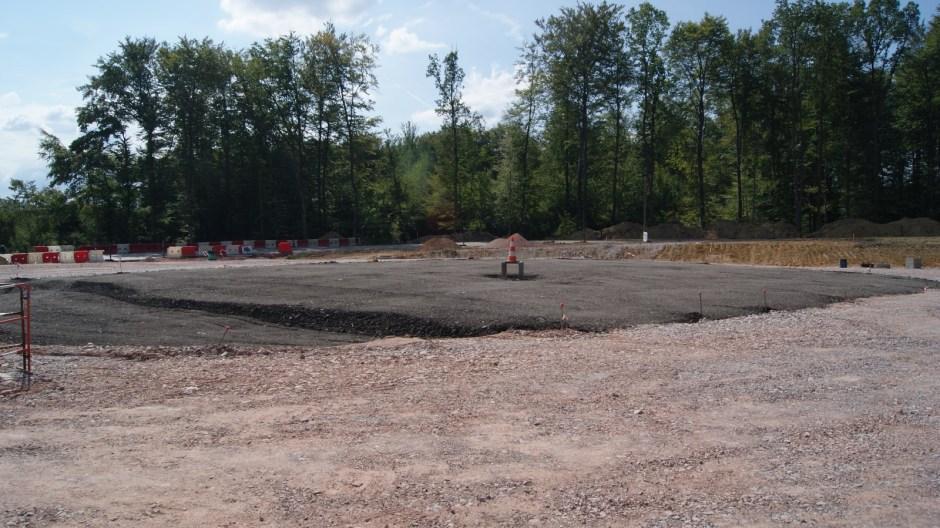 Construction d'un giratoire sur la D166 à Golbey.