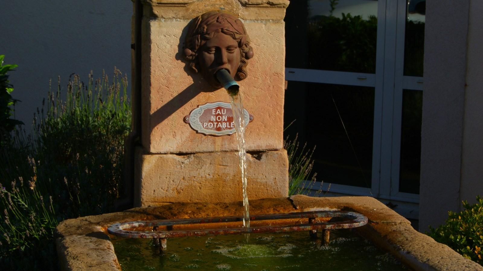 L eau coule de source jeuxey transvosges for Entretien jardin bourges