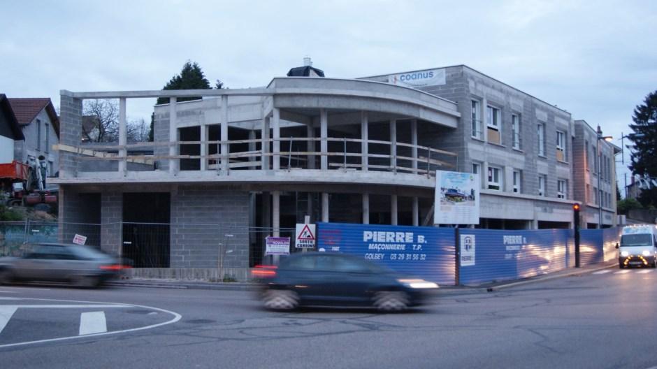 Construction d'un immeuble au centre ville de Golbey.