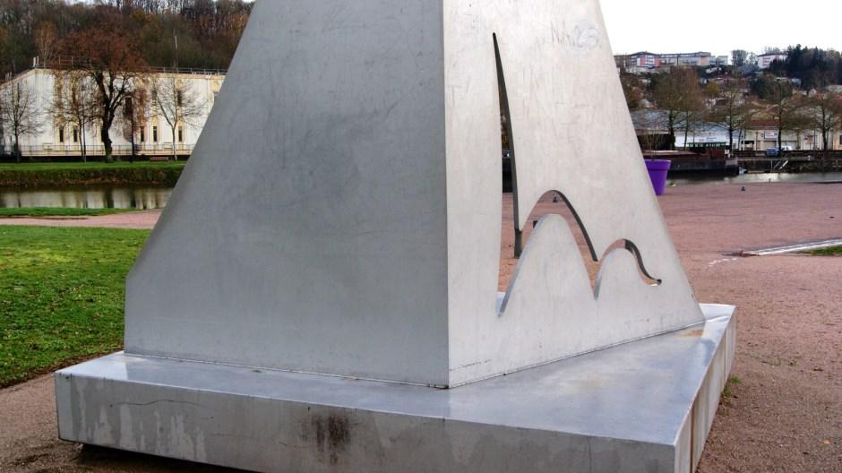 Le monument en hommage au 11 septembre 2001 à Epinal.