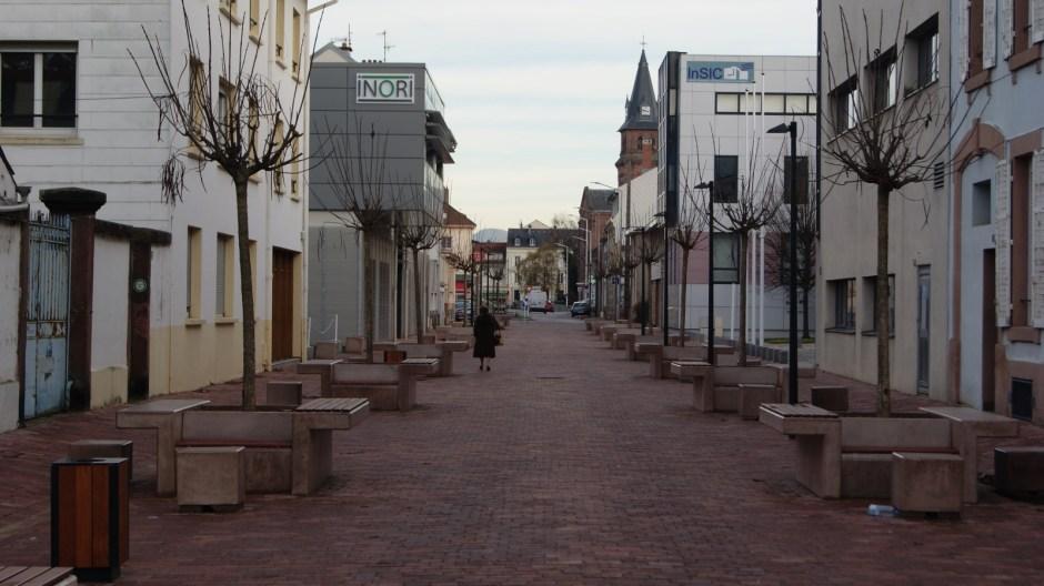 Piétonisation de la rue devant l'IUT à Saint-Dié-des-Vosges.