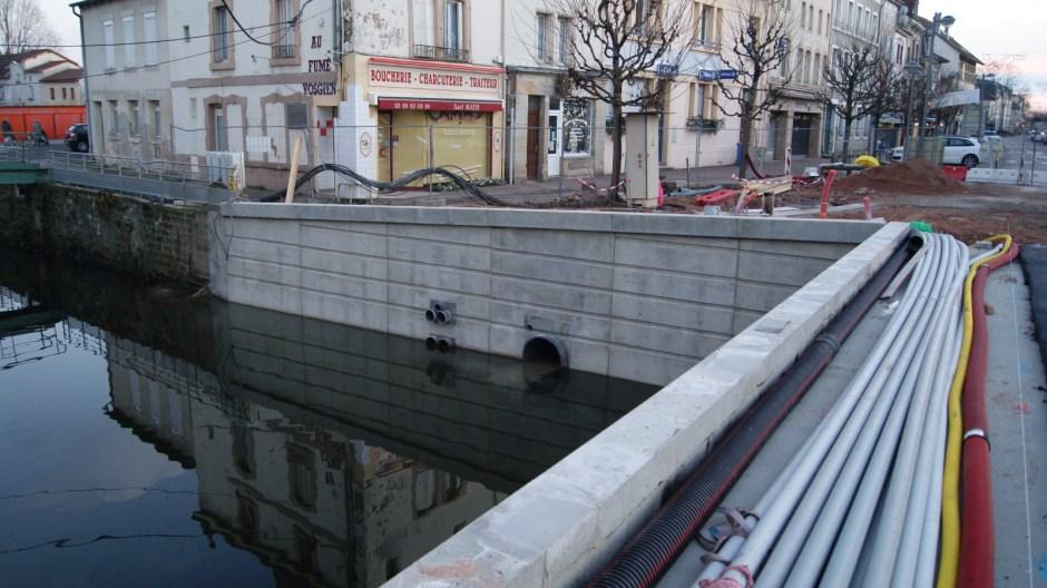 Le pont Carnot de Rambervillers en travaux.