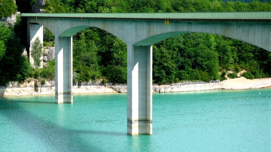 Le pont de la Pyle et le lac de Vouglans le 04/07/2009.