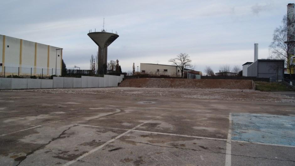 Démolition de l'ancien supermarché ALDI sur le plateau de la justice à Epinal.