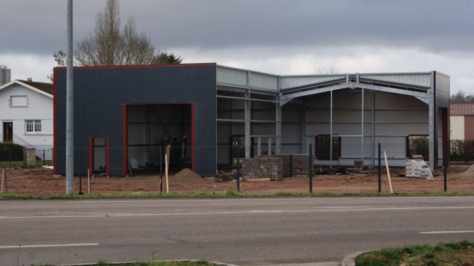 Construction d'un garage automobile à Chaelot.