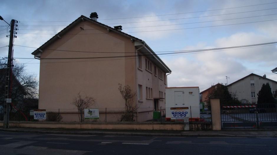 Démolition de l'ancienne Gendarmerie à Thaon-les-Vosges.