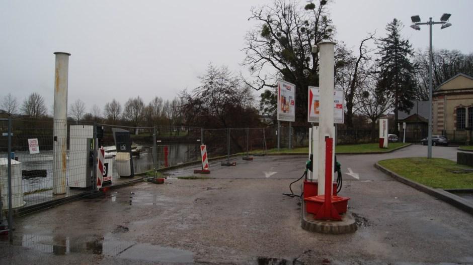 La station carburant du supermarché Intermarché d'Epinal.