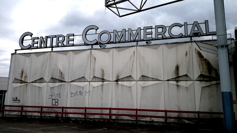 L'ancien centre commercial Carrefour Chantereigne.