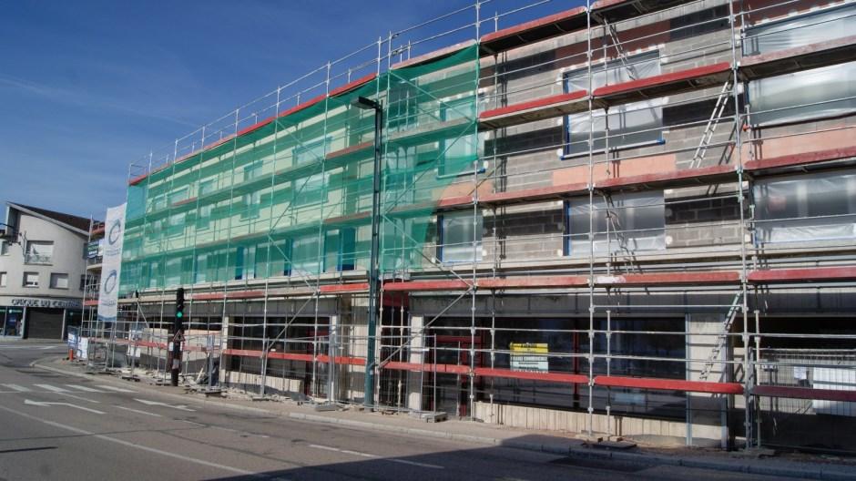 Construction d'un immeuble à Golbey.