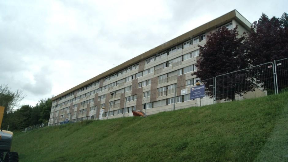 Démolition du bloc HLM du Ban de Laveline au Rhumont à Remiremont.