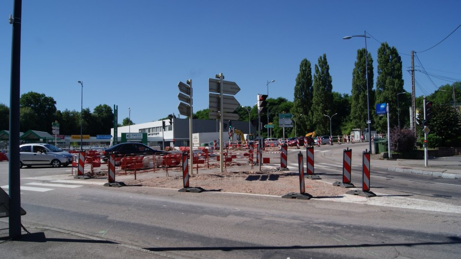 Travaux au rond point de Golbey.
