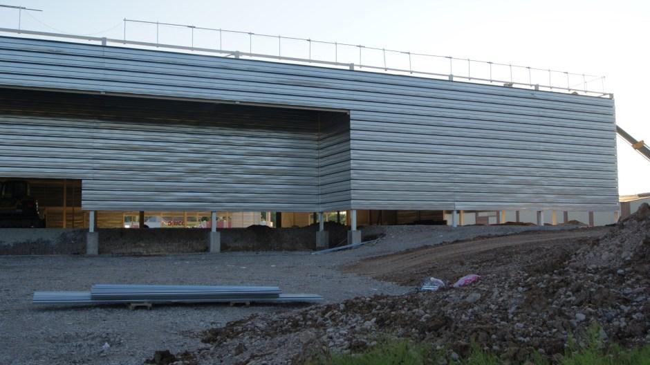 Construction de l'hypermarché Intermarché à Mirecourt.