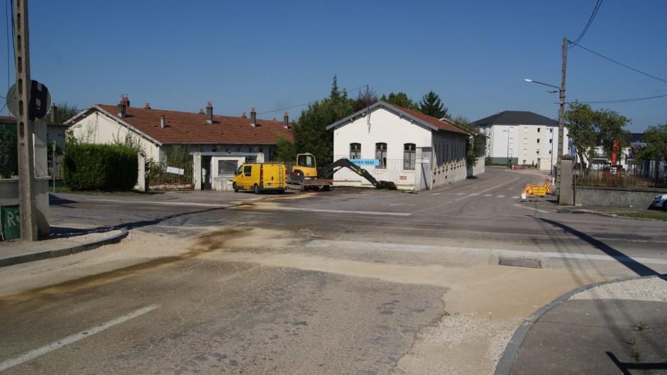 Travaux rue Eugène Lutherer à Golbey, futur giratoire.