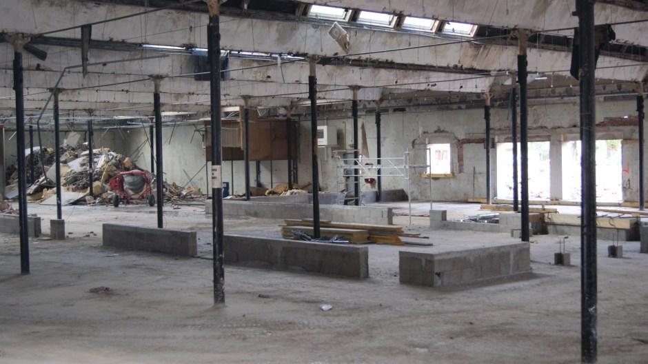 Travaux de démolition de l'ancien site industriel Bragard à Epinal.