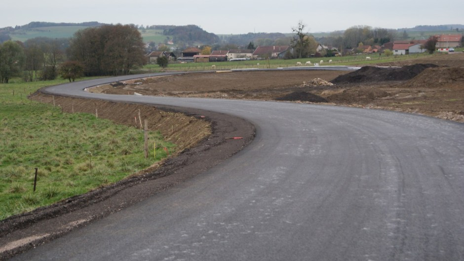 Nouveau giratoire sur la RD165à Bégnécourt.
