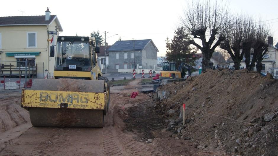 Construction d'un giratoire à Golbey.